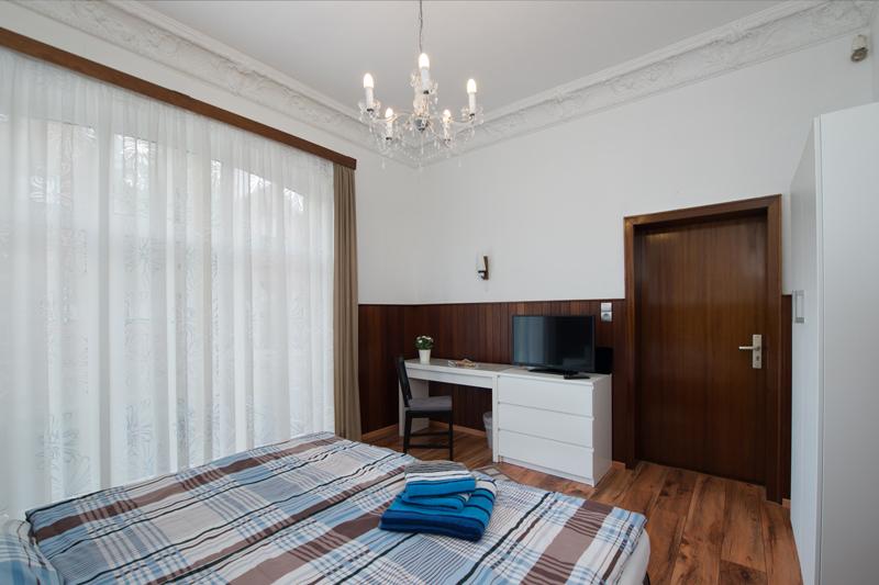 Zimmer-1_Bild-2.jpg